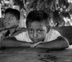 Série Guatémala - Enfants d'un village (Eric Bromme) Tags: guatémala guatemala enfant child criança noiretblanc blackandwhite brancoepreto retrato regard face visage villageois 6millionpeople