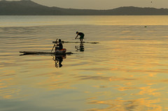 taal fisher (Ca_500000) Tags: philippines taal vulcano fishermen sunset