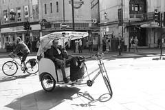 053 (Dean Bradford) Tags: london 2018 dean bradford dab photography portraits black white sun glasses buckingham palace red bus selfie hot couple girl girls man woman dreadlocks tube covent garden eye grafitti underground waterloo arch
