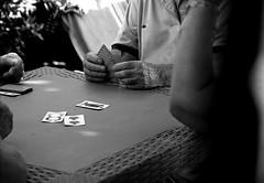 """"""" la mano..."""" (Davide Zappettini) Tags: davidezappettiniphotography filmphotography ilford bw bianconero blackandwhite carte gioco"""