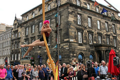 Edinburgh festival 2018. (boneytongue) Tags: act actress actor acrobat art actors acts acrobatics busking busker crowds costume comedy dance drama dancers events edinburgh festival flyer fringe royal mile high street historic music musician outfit people tragedy traditional troupe theatre stage choir stalls living circus performance performers