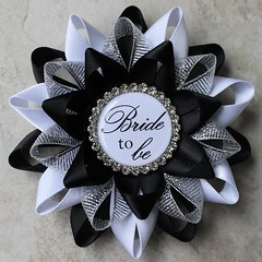 Bride To Be pin in your custom colors! https://t.co/n1zuHtUA27 #etsy #bridetobe #wedding #bridalshower #party #gift https://t.co/vlWTqCBsnl (petalperceptions.etsy.com) Tags: etsy gift shop fashion jewelry cute