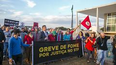 Greve de Fome - Lula Livre (PTnaCâmara) Tags: pt câmaradosdeputados líderdopt liderançadopt stf greve de fome militantes lula livre liberdade
