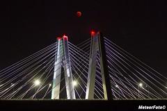 2018.07.30 Zaćmienie Księżyca po krakowsku (Meteor Foto) Tags: meteor meteorfoto krakowskiponiedziałek kraków krakow cracow księżyc ksiezyc moon zaćmienieksiężyca zacmienieksiezyca eclipse noc night most bridge światła nocneświatła lights nightslights wisła rzeka river eclipse2018 satelita niebo sky bloodmoon bloodmooneclipse lunareclipse