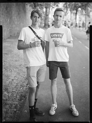 _MG_3117-Modifier-Modifier (ithier.held) Tags: ilford hp5 linhof technika 9x12 large format festival portrait esperenzah