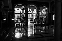 Hotel Alfonso XII Sevilla (ameliapardo) Tags: blancoynegro hotelsevilla andalucía españa fujixt1 reflejos puertas