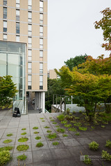 Exterior view of Keio University, Mita Campus, South Building (慶應義塾大学三田キャンパス 南館) (christinayan01 (busy)) Tags: tokyo japan architecture building perspective garden university