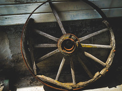 Wagon Wheel (amarilloladi) Tags: palouse wheels dahmenbarn wagonwheel wagon moss rust palouseregion 7dwf