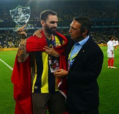 Fenerbahçe'de Ramil Guliyev'e plaket verildi (haberihbarhatti) Tags: avrupa benfica fenerbahçe maç milli önelemeturu şampiyonlarligi süperlig transfer türk uefa uefaşampiyonlarligi