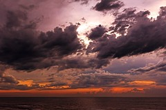 Heaven gift (Wal Wsg) Tags: heavengift regalodelcielo 7dwf 7dwflandscapes 7dwfsaturdayslandscapes cielo haeven sky nubes clouds cloud nube atardece atardecer sunset ocaso colores color colors mar sea agua water phwalwsg canoneosrebelt3 canon photography photo foto fotografia mardeajo argentina provinciadebuenosaires paisaje paisajeargentino lanscapes landscape