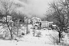 il piccolo paese di montagna - the little mountain village. Località La Roa (ma.ri_na) Tags: roa nikon fm2 pellicola bn film bw