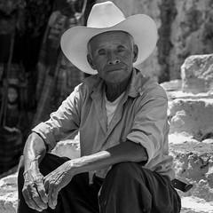 L'homme au chapeau (Eric Bromme) Tags: homme guatemala chapeau personnage man hat homem vieilhomme oldman 6millionpeople regard noiretblanc blackandwhite pretoebranco