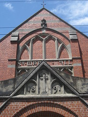 St. Mark the Evangelist Church of England Parish Hall  - George Street, Fitzroy (raaen99) Tags: stmarktheevangelist stmarktheevangelistparishhall stmarksparishhall stmarks stmarksfitzroy parishhall churchhall hall stmarksanglican churchofengland anglicanchurch anglican fitzroychurch fitzroy georgest georgestreet church placeofworship religion religiousbuilding religious melbourne melbournearchitecture 1891 1890s nineteenthcentury victorian victoriana 19thcentury victoria australia suburban suburbs melbournesuburbs redbrick cliftonhillbrick brick stone brickandstone stonetracery tracery gothicarchitecture gothicrevivalarchitecture gothicrevivalchurch gothicchurch gothicbuilding gothicrevivalbuilding gothicstyle gothicrevivalstyle architecturallydesigned hyndmanandbates architecture building window gothic gothicdetail buildingdate lettering font gothiclettering gothicfont sign signage