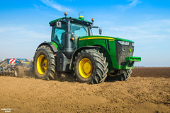 Preparing Soil | JOHN DEERE // KÖCKERLING (martin_king.photo) Tags: springwork springwork2018 preparingsoil preparing soil johndeere8345r köckerlingallrounder1200 köckerlingallrounder johndeere köckerling allrounder fields agriculture huge all everything servis tschechische republik powerfull martin king photo machines strong agricultural greatday great czechrepublic welovefarming agriculturalmachinery farm workday working modernagriculture landwirtschaft sky photogoraphy photographer canon martinkingphoto love farming daily machinery work modern machine big colorful colors michelin michelintires onwheels field green red wide new digital eos colours