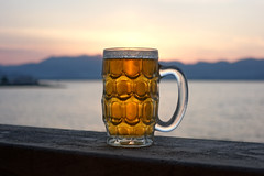 DSC07104 (mike828 - Miguel Duran) Tags: atardecer sunset puesta sol jarra cerveza beer jar summer pint verano mar sea playa beach sky cielo nubes clouds sony rx100 mk4 m4 iv drink bebida