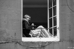 Window Seat (Cycling-Road-Hog) Tags: blackwhite candid canoneos750d citylife colour efs55250mmf456isstm edinburgh edinburghfringefestival2018 monochrome people places royalmile scotland street streetphotography streetportrait urban woman