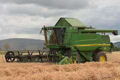 John Deere 9580 WTS Combine Harvester cutting Winter Barley (Shane Casey CK25) Tags: john deere 9580 wts combine harvester cutting winter barley jd green castletownroche grain harvest grain2018 grain18 harvest2018 harvest18 corn2018 corn crop tillage crops cereal cereals golden straw dust chaff county cork ireland irish farm farmer farming agri agriculture contractor field ground soil earth work working horse power horsepower hp pull pulling cut knife blade blades machine machinery collect collecting mähdrescher cosechadora moissonneusebatteuse kombajny zbożowe kombajn maaidorser mietitrebbia nikon d7200