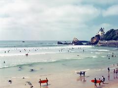 Surf, surf, surf. (miroir.photographie) Tags: beach ocean longboard surfing surf 75mm 120 mediumformat cinestill50d filmisnotdead istillshootfilm argentique 2018 50d 645nii analog biarritz cinestill france pentax