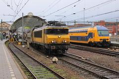 2017-12-09; 0065. 1741 met DD-AR-3-7337 als trein 5644. Zwolle. Laatste dag DM 90 Buffels, DDZ-4-7533 opgesteld. Zwolle. Laatste dag DM 90 Buffels. (Martin Geldermans; treinen, Züge, trains) Tags: zwolle dm90 buffel trein train zug nederlandsespoorwegen ns kamperlijntje kampen ns1700 ddar ddz
