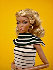 Finally deboxed, put together and dressed... 😊 (Deejay Bafaroy) Tags: facesofadele adele makeda integrity toys fashion royalty thefacesofadele doll puppe fr black schwarz portrait porträt stripes striped streifen gestreift yellow gelb