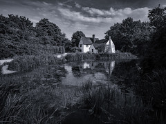 Willy Lott's Cottage Flatford (davepickettphotographer) Tags: flatford suffolk nationaltrust wwwnationaltrustorguk historic haywain johnconstable painting landscape eastbergholt uk england east bergholt riverstour