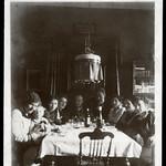 Archiv P621 WWI, Fotokarte, Familie (front), Düsseldorf, 27. Februar 1916 thumbnail