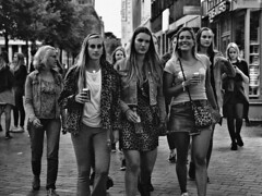 Panthers by Twilight (d_t_vos) Tags: girls girl teenager teenagers women youngwomen panther panthers pantherprint group people student students kei keiweek groningen vismarkt evening twilight grain street streetphotography streetportrait portrait candid contrast walk walking beer monochrome dickvos dtvos