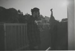 011.jpg (Tai Moura) Tags: film filme konica vx400 preto branco black white expired vencido olympustrip100r lomo lomography lomografia