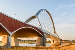 Oversteek op een zwoele zomeravond / The Crossing on a hot summer evening (JnHkstr) Tags: 2018 oversteek bridge brug nijmegen the crossing waal river gelderland nikon d500