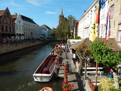 The beautiful canals of Bruges (Pwern2) Tags: canals boat water boats belgium urbanbeauty brugge brügge bruges