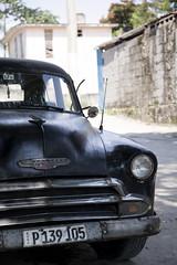 Carro Negro (abbey j) Tags: cuba lahabana havana lospocitos proyectoakokán neighborhood barrio comunidad community car carro auto americano negro black street chevy chevrolet classic clásico antiguo vintage bumper wall muro licenseplate placa