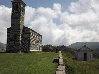 Muratu: San Michele et tombeau