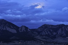 OMG (hoangtuogcuop) Tags: boulder bouldercounty colorado coloradorockies fall flatirons frontrange landscape rockymountains southernrockies winter autumn bluehour city clouds dawn fullmoon moon moonset morning morninglight mountains sunrise wintermoon unitedstates us