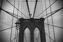 Brooklyn Bridge B&W (Thomas Verleene) Tags: brooklyn bridge pont de newyork new york amateur amateurs architecture horizon eos travel young immense paysage paysages photo perspective sky dslr discover landscape landscapes lignes world canon ciel cloud clouds voyage voyages visit visite nature traveling road roads trip amérique bw noir noiretblanc blanc black blackandwhite