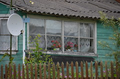 village life (Hayashina) Tags: russia goritsy house living window hww flowers lacecurtain fence dish