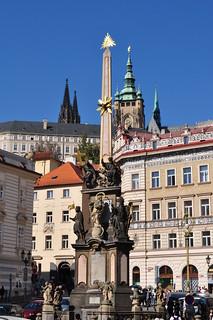 Colonne de la Sainte Trinité et colline du château, Malostranské náměstí, Mala Strana, Prague, République tchèque.