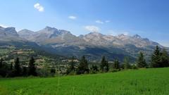 Barrière ouest du Dévoluy depuis l'intérieur (ViveLaMontagne67) Tags: france alpes alpen alps dévoluy vallon valley mountain landscape green grass herbe vert 250v10f