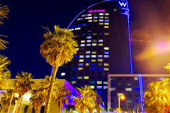 W - de tú a tú (Fnikos) Tags: sky blue tower architecture building construction light tree palmtree nature night nightview nightshot outdoor