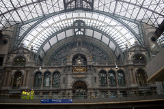 _DSC0002 1080 Centraal Station (JeWeVe) Tags: antwerpen building architecture plants peoples gay statues couch umbrella port heads tshirts shoe warehouse railstation