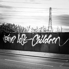 IMG_8828 (Kathi Huidobro) Tags: streetart script graffitiart lettering typography urbanart london blackwhite bw monochrome sprayart urbanscene graffiti