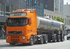 Volvo FH tanker has lost its clip on front numberplate (sms88aec) Tags: volvo fh tanker has lost its clip front numberplate