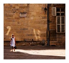 promenade au soleil (Marie Hacene) Tags: dijon soleil murs passantes robe ombres volet france