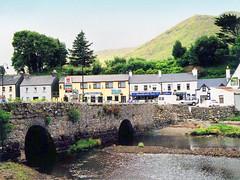 Irlande, le pont du village de Clifden (Roger-11-Narbonne) Tags: irlande village maison