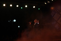 IMG_0735 (đtt) Tags: hanoi hanoians light shadow smoke night stage bokeh singer show hola sing suit