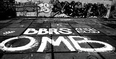 graffiti in Amsterdam (wojofoto) Tags: graffiti streetart amsterdam nederland netherland holland ndsm noord wojofoto wolfgangjosten bbr omb zwartwit blackandwhite monochrome