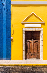 If it doesn't open, it's not your door. (catrall) Tags: mexico yucatan merida yellow blue streets street door open closed streetphotography nikon d750 fx sigma sigmalens 24105 march 2018
