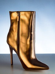 Golden Booty (Arttmen) Tags: gold golden shoes booty boot zapato mujer woman oro dorado photoshoot photography photoshooting photo fotografia fotoproducto zapatomujer womansshoe chile canon godox 60d lighting lightbox strobist onelight retouch badcamera lady color colors colores