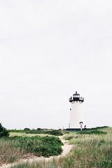 (Doug J.) Tags: film 35mm canon eos rebelg 500n agfa agfaphoto vista 200 40mm f28 marthas vineyard beach vacation overcast water ocean sand summer lighthouse grass path shore