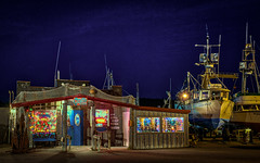 Griff's On the Dock (Manuela Durson) Tags: griffs dock port orford oregon oregoncoast diner restaurant night nightphotography sky stars blue architecture shack boats seafood