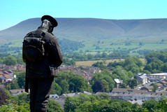 Memorial in Clitheroe (Tony Worrall) Tags: update place location uk england north visit area attraction open stream tour country item greatbritain britain english british gb capture buy stock sell sale outside outdoors caught photo shoot shot picture captured sculpture statue pendle hill scenic scene scenery nature memorial stand soldier sad landscape clitheroe